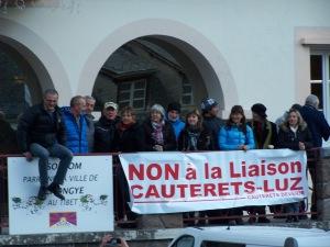 LES DELEGATIONS D 'ASSOCIATIONS CITOYENNES ATTENDANT LES ELUS SUR LE LIEU DE LA REUNION